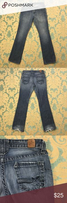 """Lola Boot Blue Jeans 🦋 32"""" Inseam Lucky Brand Blue Jeans  Women's Size: 6/28  Gently used. Leg bottoms show some wear.  Measurements lying flat: Waist 15"""", Hips 18"""", Inseam 32"""", Front Rise 8"""", Back Rise 13"""".  Please, review pictures. You will get the item shown. Smoke & pet free home.     💋❤️🌷Save, Save, Save! 💋❤️🌷  💵👍🏻💰❤️ 30% off 3+ Bundles ❤️💰👍🏻💵 Lucky Brand Jeans Boot Cut"""