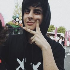 [ @rodsquare_ ] . . . #rodsquare Estilo Grunge, Cute Boys, Crushes, Babys, People, Instagram, Shoe Crafts, Youtubers, Cute Guys