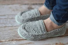 15 Free & Fabulous Crochet Sock Patterns | SimplyCollectibleCrochet.com