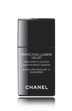 Main Image - CHANEL PERFECTION LUMIÈRE VELVET   Smooth-Effect Makeup Broad Spectrum SPF 15 Sunscreen