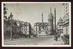 1939 - Pateo do Colégio, sem o colégio. Ainda existia o Palácio do Governo do Estado de São Paulo, demolido na década de 50 para a reconstrução da antiga edificação colonial.