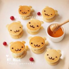 ❤ Teddy Choco Banana Pancake Pop ☺️ for Lazy Sunday~~ ----- Youtube Channel : Song Sweet Song (link on profile) Icing cookies workshop @sweetenupcafe อุปกรณ์ทำอาหาร DIY