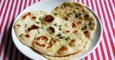 Naan-leipä on ihanaa, ja se täydentää minkä tahansa intialaisen ruoan. Useimmiten en keitä curryjen kanssa edes riisiä, koska mielestäni ... Indian Food Recipes, Vegetarian Recipes, Ethnic Recipes, Naan, Low Carb Recipes, Healthy Recipes, Healthy Food, Sweet And Salty, Great Recipes