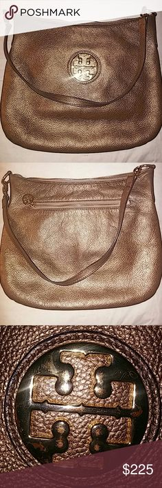 🔥today only Authentic Tory Burch🔥 Gorgeous Gold Tory Burch. Super clean this bag is...well its Tory Burch its gorgeous. Tory Burch Bags Shoulder Bags