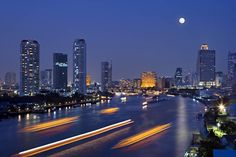 Bangkok is very popular place for tourism from all over the world. Many airlines of the world provide cheap flights to Bangkok. Koh Chang, Bangkok Hotel, Holiday Places, Son Luna, Koh Tao, Night City, Best Cities, Thailand Travel, Scuba Diving