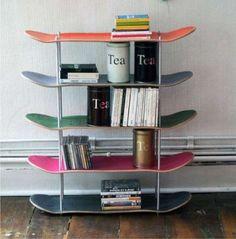 Arredare con il riciclo creativo - Libreria con skateboard