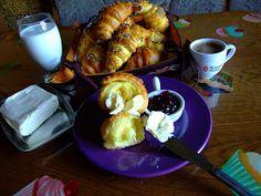 mal     Dupa cozonacul fara framantare, care bate toate recordurile de cautare pe blogul meu, a venit si randul cornurilor pentru mic dejun ... Pretzel Bites, Toast, Bread, Breakfast, Desserts, Recipes, Food, Morning Coffee, Tailgate Desserts