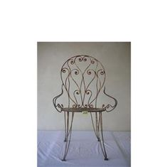 Immagine di vecchia sedia  in metallo  da giardino