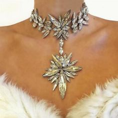 Chunky Gem Crystal Flower Statement Unique Starburst Pendant Rhinestone Luxury Instagram Maxi Choker Necklace 3491