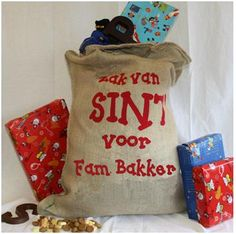 The bag of Sinterklaas, carried by the black Piets and filled with presents or candy. Paper Shopping Bag, Polka Dots, Reusable Tote Bags, Presents, Holiday, Christmas, Groot, Gifts, Dutch