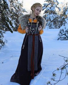 Adorable 34 Newest Winter Costume Ideas To Perfect This Winter Party Costume Viking, Viking Garb, Viking Reenactment, Viking Dress, Celtic Dress, Viking Life, Viking Woman, Viking Clothing, Historical Clothing