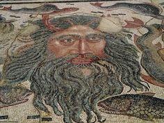 Museo Provincial de Palencia. Mosaico romano con la cabeza de Neptuno.  Provincial Museum of Palencia Roman mosaic with the head of Neptune
