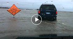 Enorme Inundação Faz Desaparecer Estrada