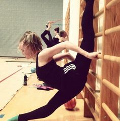 Yeah she is DEFINITELY doing the over splits!! Haha
