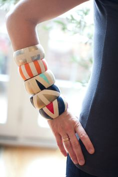 Awesome DIY painted wood bangle bracelets from #Kollabora. So easy to make!