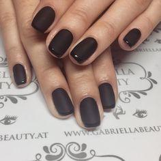 """6 kedvelés, 1 hozzászólás – Gabriella Beauty (@gabriellabeauty.wien) Instagram-hozzászólása: """"Black ⬛️◼️◾️▪️#blackisbest #blackisblack #mattnails #gelnagels #black #blacknails #nail #nagel…"""""""