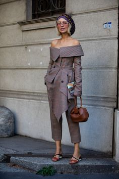 A Certain Celine Necklace Kept Popping Up During Milan Fashion Week Oversized knit beanie // off the shoulder blazer // Leonie Hanne Milan Fashion Week Street Style, Looks Street Style, Street Style Trends, Spring Street Style, Milan Fashion Weeks, Cool Street Fashion, Fashion 2018, Look Fashion, Fashion Outfits