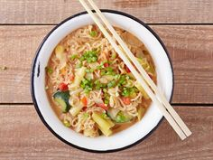 Spicy peanut butter ramen noodles made with organic peanut butter, soy sauce, mixed vegetables and hot sriracha sauce.