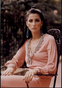 Cher In Pink Jumpsuit Seated In Chair Photo Or Poster & Garden Style Indie, Style Grunge, My Style, Style Box, Alternative Outfits, Cher Young, Cherokees, 70s Mode, 70s Outfits