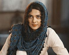 Jennifer Winget Beyhadh, Persian Girls, Indian Tv Actress, Sad Pictures, Vintage Bollywood, Beautiful Hijab, Girls Dpz, Couple Shoot, Looking Gorgeous