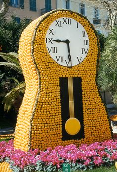 Clock in oranges at La Fête du Citron [The Lemon Festival] of 2000 in Menton, France, on the Riviera. Click through for many, many more photos of this amazing event that's celebrating its 80th anniversary in 2013. Site (English version) with official information: http://www.fete-du-citron.com/#/english