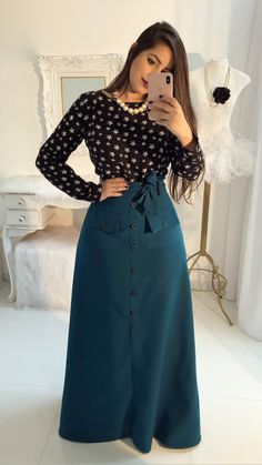 #modamodestaclassica #mustachestore7 #bembasiquinha #migasualoucaarrasou #lindasemservulgar #flordojardimdeDeus #lacretotal #pisamenos #inspiracaomaravilhosa #paratudoqueelavaipassar #temcomonaoamar #LookFechaçao #Top #poderosasim #elaélindaela #todadiferentona Muslim Fashion, Modest Fashion, Hijab Fashion, Fashion Dresses, Modest Outfits, Skirt Outfits, Dress Skirt, Casual Dresses, Trend Fashion
