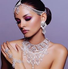 Jeweled Bridal Makeup Looks, Indian Bridal Makeup, Indian Wedding Jewelry, Bridal Looks, Indian Jewelry, Bridal Jewelry, Wedding Necklaces, Indian Weddings, Bridal Necklace