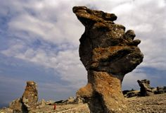 Los raukar de la isla de Farö son formaciones rocosas de la última glaciación.