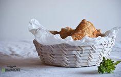 ravioli fritti con ricotta, pomodori arrosto e olive - io ho farcito con zucchine, porro e funghi saltati in padella - oppure con crescenza e prosciutto cotto a dadini.