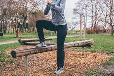Po dlouhém šedivém období máme konečně jaro se vším všudy. Sluníčko nás láká ven a to je hrozně fajn, protože díky tomu jsme více aktivní. Málokomu se tak chce zavírat do fitka a dobrovolně se ochudit o vitamín D, který ze slunečních paprsků můžeme načerpat.  Dobrá zpráva je, že můžete zůstat věrn Workout, Work Out, Exercise