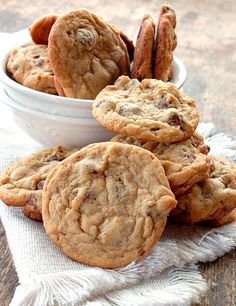 Chocolate Chip Pudding Cookies via @https://www.pinterest.com/BunnysWarmOven/bunnys-warm-oven/