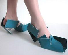 Kunst met een functie: Toegepaste kunst,hele bijzonder schoenen,mooi om te zien en om te dragen.