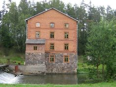 Kiidjärve water mill: The watermill was built by a local constructor Kristjan Kalling in 1914 and started running on October the 15th. In the 1920's it was acquired by manufacturer Kasper. In 1940 the mill was nationalized and stopped working in 1978. The useless building was handed over to the Kiidjärve Forest District. A new dam was built in 1990 and the mill was renovated in 1991. It started running again on December 30, 1990. Muinsuskaitseamet | Estonian National Heritage Board, CC-BY