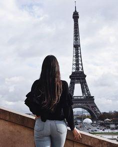 "Laura pe Instagram: ""Wake up. Chase dreams. Repeat. . . . #paris #parisianvibes #eiffeltower #photography #travel #goals #bucketlist #instatravel #followme"" Chasing Dreams, Paris Photos, Travel Goals, Wake Up, Parisian, Repeat, Building, Destinations, Anna"