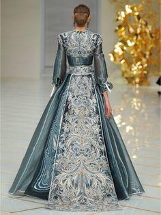 Haute Couture mit eleganten Ranken  #Fashion #Blumen #Floral #Kleidung #HauteCouture