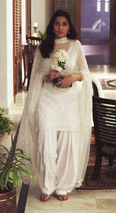 Pakistani Fashion Casual, Pakistani Dresses Casual, Indian Fashion Dresses, Pakistani Dress Design, Indian Outfits, Punjabi Fashion, Indian Attire, Indian Wear, Stylish Dresses