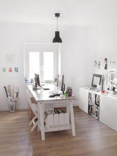 escritorio con caballetes