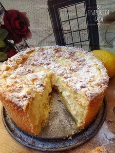 La cheesecake sbriciolata al limone è una torta sbriciolata che si crede una chessecake, o una cheesecake che si crede una torta? Questo non lo sapremo mai! Quello che però posso dirti è che una torta così buona è quasi impossibile da replicare; ti Banana Cheesecake, Cheesecake Recipes, Italian Desserts, Italian Recipes, Cheesecake Americana, Pie Dessert, Dessert Recipes, Torte Cake, Plum Cake