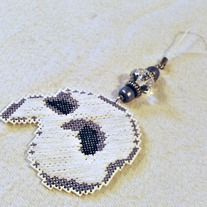 """Up for sale is a handmade Christmas tree ornament featuring the classic half mask inspired by """"Phantom Of The Opera."""" The cross stitch mask is highlighted by black, silver and clear beads.  The Phantom mask sprite is quite large, and measures approx 2 x 3 inches. It is set with a 3"""" loop for ha..."""