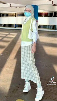 Muslim Fashion, Modest Fashion, Korean Fashion, Fashion Outfits, Ootd Hijab, Hijab Outfit, Green Outfits, Casual Outfits, Modest Outfits Muslim