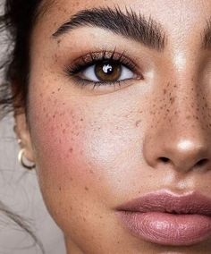 "natural Beauty - glowy skin and bushy eyebrows depicts the perfect "" make up, no make up"" look Makeup Goals, Makeup Inspo, Makeup Inspiration, Makeup Tips, Makeup Ideas, Boho Makeup, Makeup Trends, Chanel Makeup Looks, Fall Makeup"