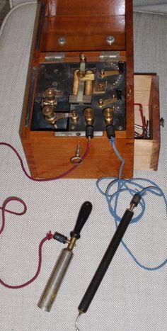 Medisch elektrotherapie instrument in mahoniehouten doos rond  - c.a. 1865