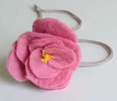 Felt Necklace  DIY, Soft, Peony necklace http://www.willowday.com/2012/05/felt-peony-necklaces.html