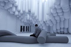 The Brooklyn based multidisciplinary collaborative practice 'Snarkitecture' created the entrance pavilion of the 8th annual Design Miami. Working between the disciplines Art and Architecture 'Drift' consist out of 500 cylindrical white inflatable vinyl tubes, attached together and lifted up to create areas of circulation and invite visitors to sit and rest in this floating environment. Filtered light passes between the tubes and offers a view of the Miami sky and some fresh air.