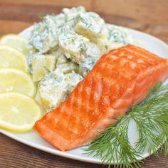 Zobrazit Grilovaný losos s koprovými bramborami receptů Krabi, Tuna, Sushi, Seafood, Salads, Food And Drink, Cookies, Meat, Ethnic Recipes