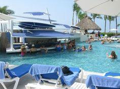 Hard Rock Hotel Vallarta: Swim up bar