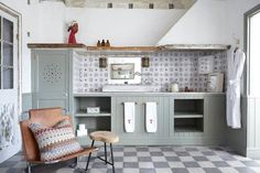 love the holes in the pantry to breathe