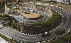 View David Beattie Makes the World's Most Extravagant and Realistic Slot-Car Tracks [Sponsored] Photos from Car and Driver. Find high-resolution car images in our photo-gallery archive. Race Car Sets, Slot Car Race Track, Slot Car Racing, Slot Car Tracks, Slot Cars, Race Tracks, Auto Racing, 2017 Acura Nsx, Old Sports Cars