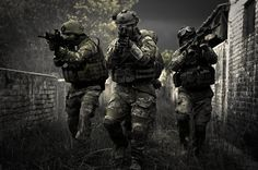 Reality game show. They´ll live together and will be trained in a simulated military base with airsoft guns. Military Love, Military Police, Military Art, Soldado Universal, Le Sniper, Photo Facebook, Indian Army Special Forces, Military Drawings, Army Wallpaper