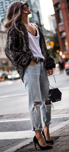 Love this glitter cardigan, simple tee and ripped boyfriend jeans with heels Outfit Jeans, Heels Outfits, Mode Outfits, Fashion Outfits, Fashion Heels, Jean Outfits, Trendy Fashion, Jeans Boyfriend, Boyfriend Jeans Outfit Casual